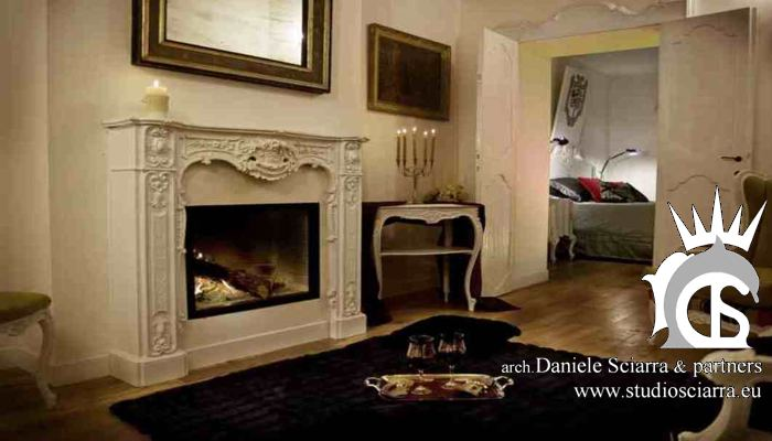 Un elegante camera del castello con mobili originali sbiancati