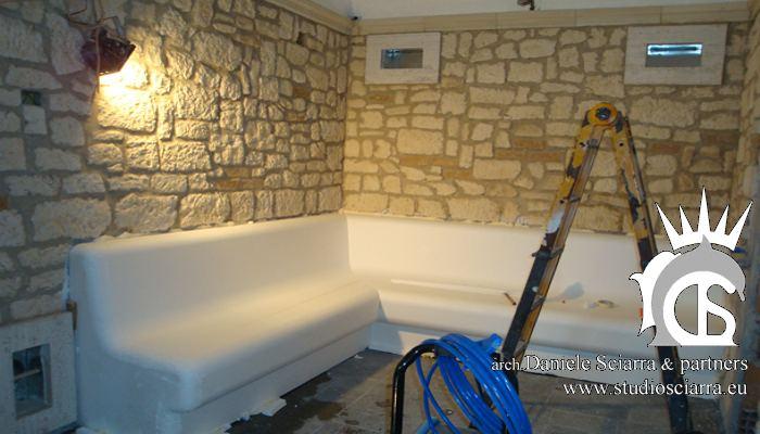Il tepidarium in pietra durante la costruzione