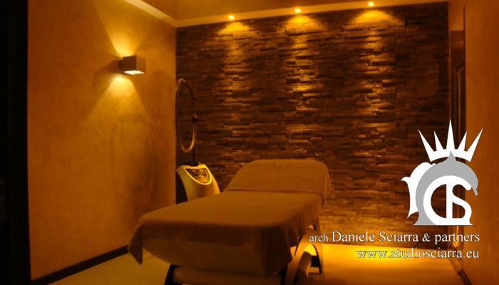 Una cabina trattamenti con cromoterapia e doccia sensoriale