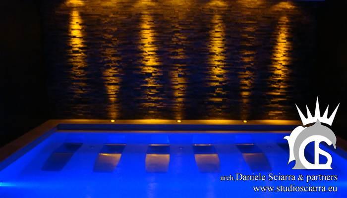 La piscina con i lettini idromassaggio LIFE SPA