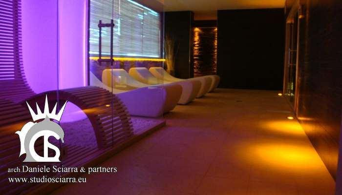 La zona relax con la sauna e la stanza del sale