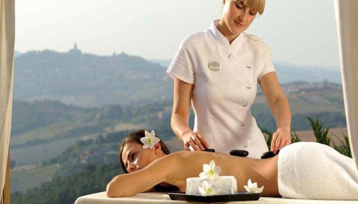 Zona benessere esterna per massaggi immersi nella natura