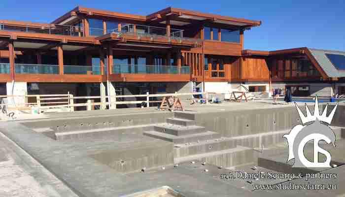 Grande villa in legno con spa e piscine idromassaggio esterne